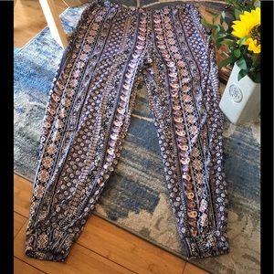 7aa47526f635 NWT Plus Size 3X Floral Boho Print Jogger Pants